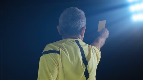 Labdarúgás Foci játékvezető mutatja büntetés sárga kártya
