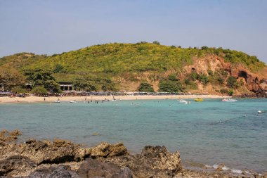 Koh Lan,thailand-February 8,2014:tourist visit and play water on