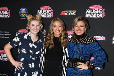 Maddie Poppe, Brynn Cartelli, Kelly Clarkson