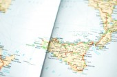 Fotografie Detailní cestovní cestovní mapu v retro barvách ročníku. Země a města západní Evropy na mapě. Palermo, Itálie