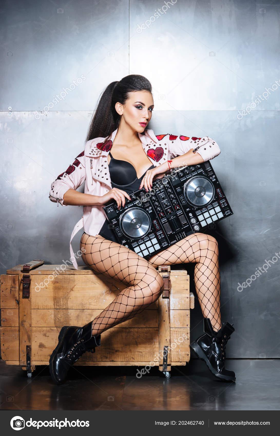 foto-seksualnih-devushek-v-klubah-i-diskotekah-molodaya-goryachaya-seks