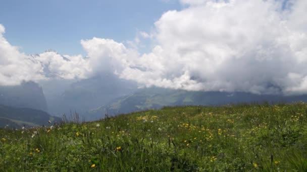 Alpské vrcholy krajinné pozadí. Lauterbrunnen, Jungfrau, Bernese highland. Alpy, turistika cesta turistické koncept