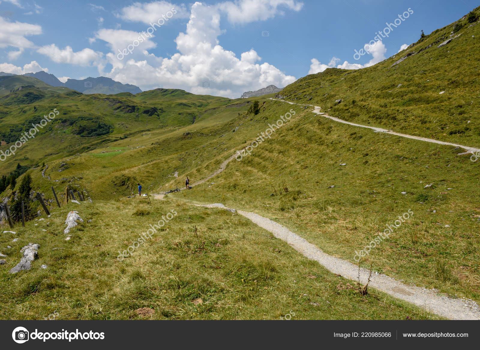 f213da8997e Caminho Montanha Engstlenalp Sobre Engelberg Alpes Suíços — Fotografia de  Stock