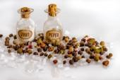 Starožitné, pepř a sůl láhve. Vysoká klíč makro