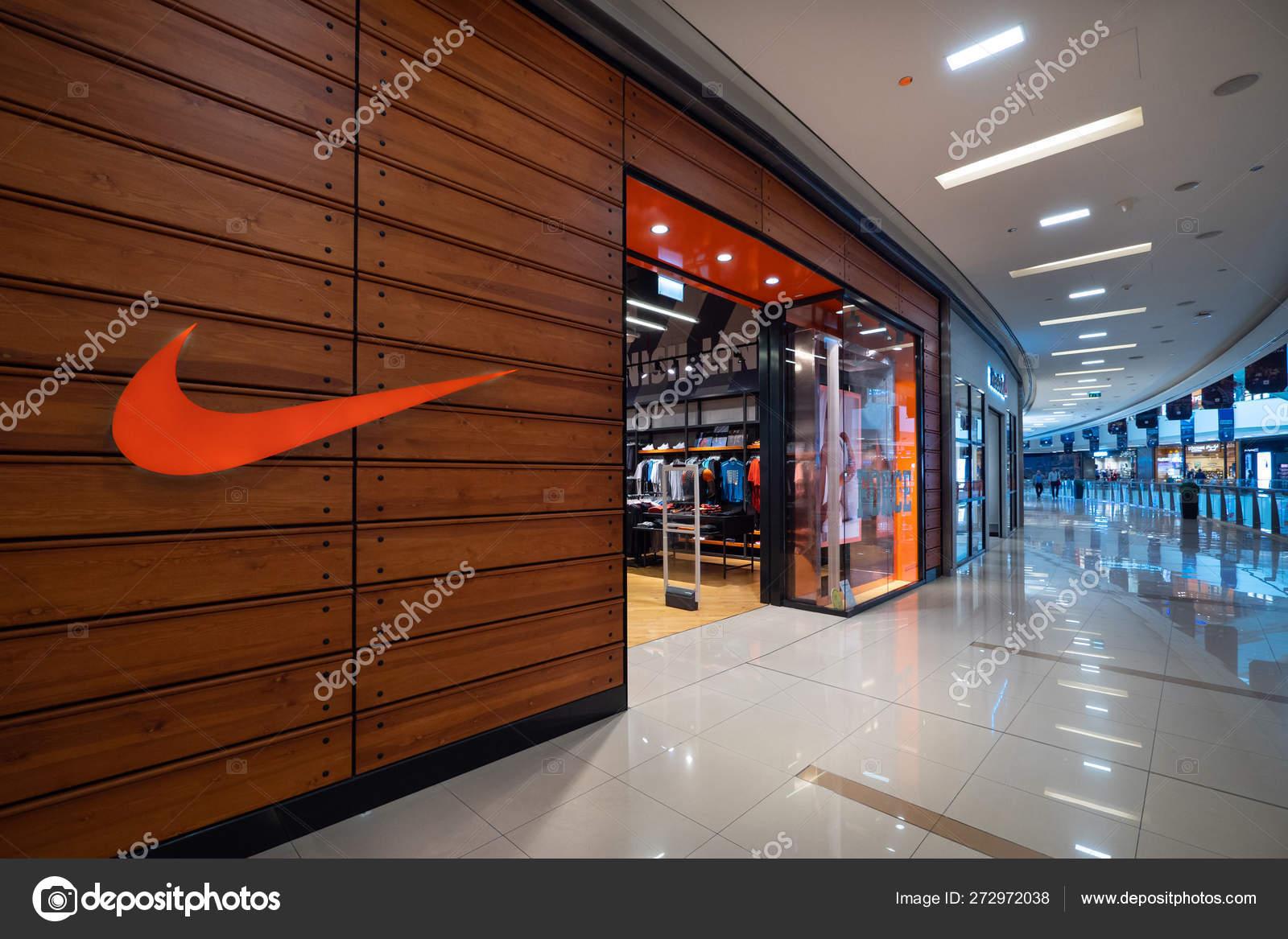 despeje muy elogiado grande descuento venta Dubai October 2018 Nike Store Dubai Mall Nike One World – Stock ...