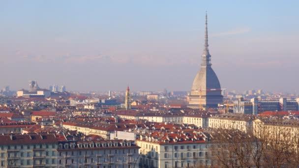 Torinó, Olaszország-Circa február 2018: panoráma az óvárosra, kora reggel
