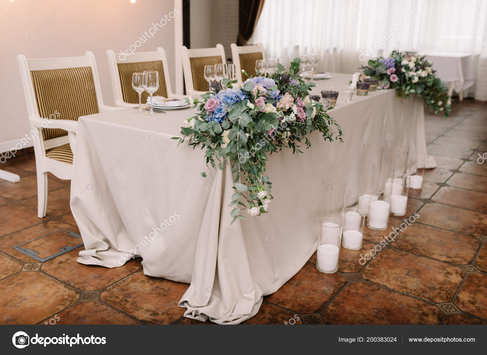 Stylish wedding table decoration flowers stock photo stylish wedding table decoration flowers fotografia de stock junglespirit Images