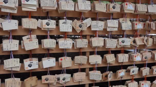 Tokio, Japonsko - březen 2018 - votivní tablety, přeji plaky, dřevěné modlitba tablety na Meiji Jingu nebo Jingo svatyně Meidži v Tokiu, Japonsko, Asie