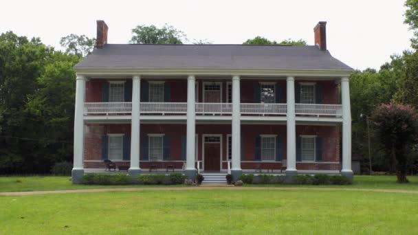 A közelben Fayette, Mississippi, Usa - 2018 július: Springfield ültetvényt egy kastély közelében Fayette-Jefferson County, Mississippi, Egyesült Királyság. Régi épület, az amerikai nemzeti történelmi helyek nyilvántartásába