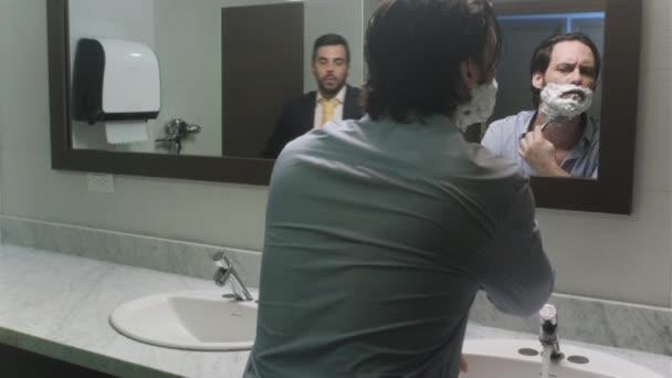 Üzletember borotválkozás után hagyják otthon a házasság felbontását Office WC-k