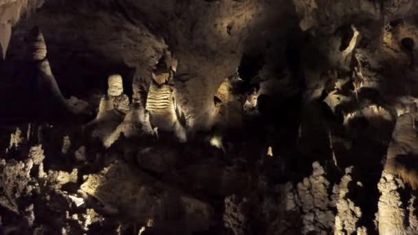 Carlsbadské jeskyně v Novém Mexiku, Spojené státy americké. Pohled na americký park s geologickou skalních útvarů, stalaktity, stalagmity, vodní erozí. Přírodní krásy v jihozápadu Usa