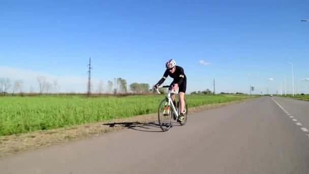 Profesionální triatlonista cyklistika silniční kolo, Pedaling silniční kolo, sportovní koncept