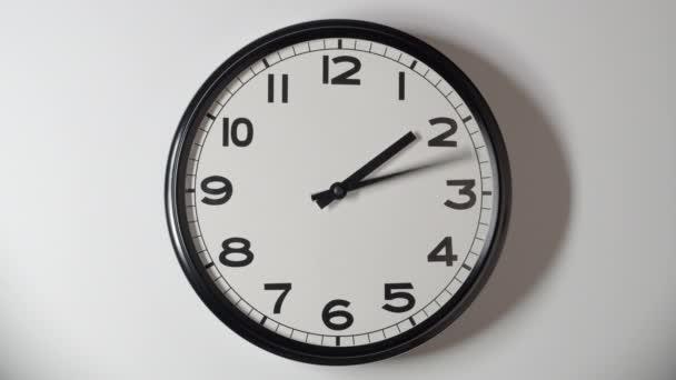 Óra Face 3,1 közelről idő telik el a White Wall Office