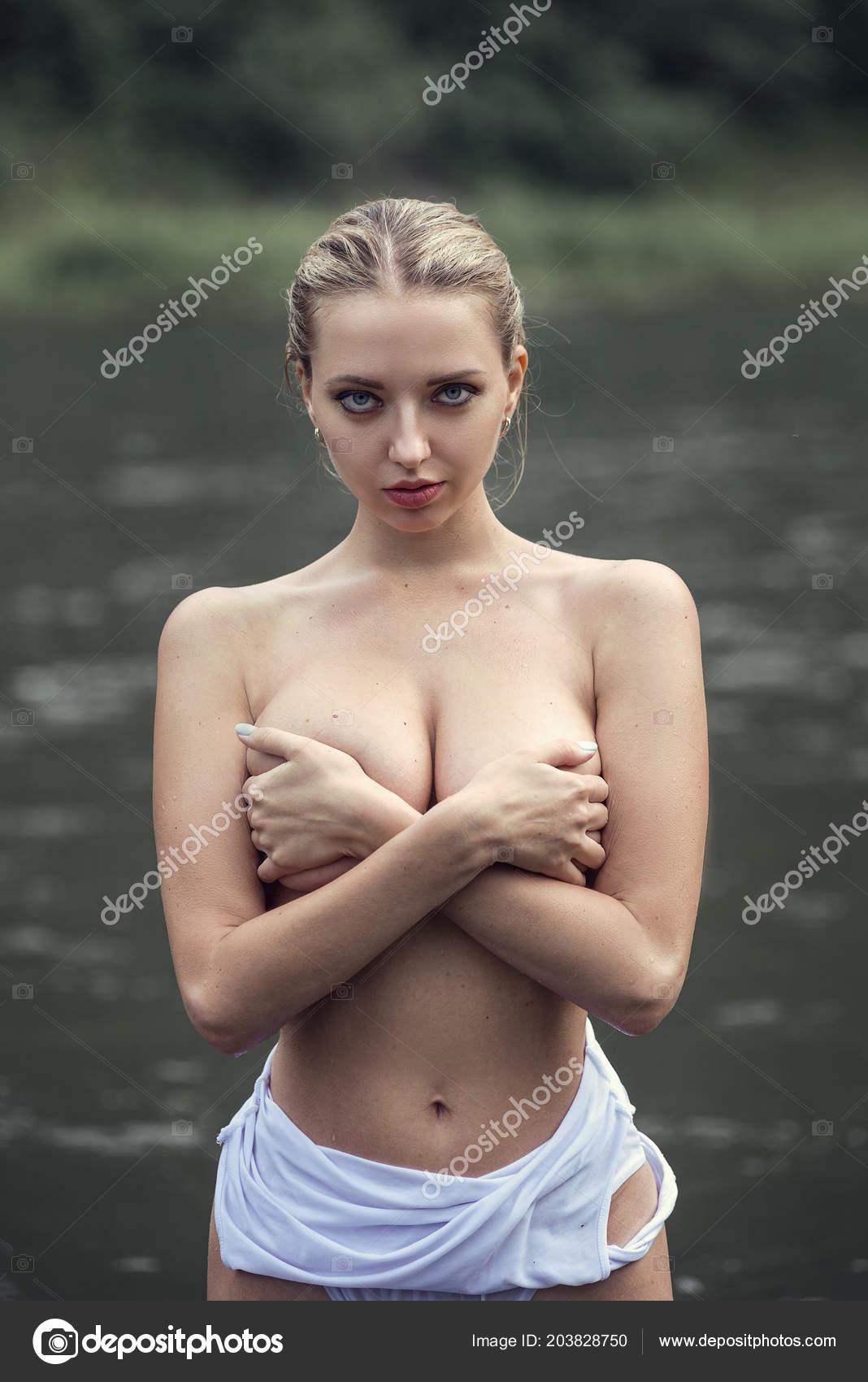 κορίτσια γυμνός
