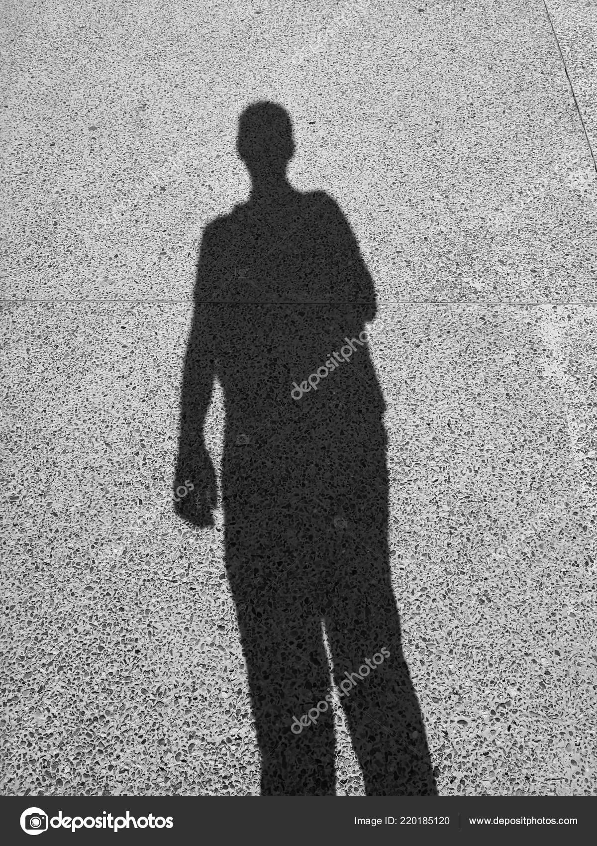 Negro Habia Alargada Sombra Una Persona Piso Grava Silueta Hombre