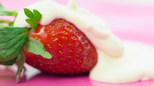 Makro detailní jahody se smetanou