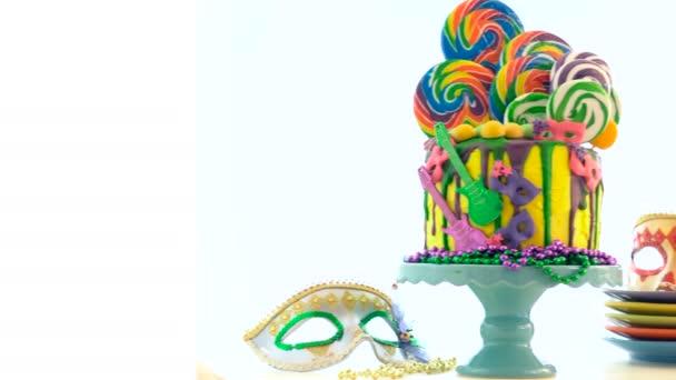 Mardi Gras téma-trend candyland fantasy csepegtető torta.