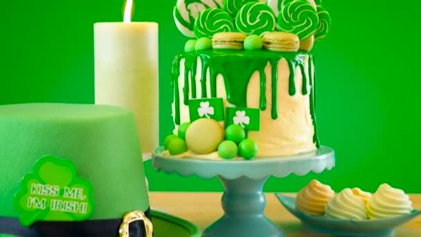 St Patricks Day téma lízátko candy land odkapávací dort.