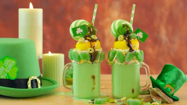 Happy St Patricks Day na trend holiday zrůda třese Mléčné bonbóny a lízátka