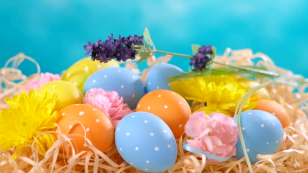 Happy Easter ornaments, eggs and spring flowers.