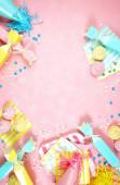 Boldog születésnapot party téma kreatív elrendezés lakás feküdt negatív másolási hely.