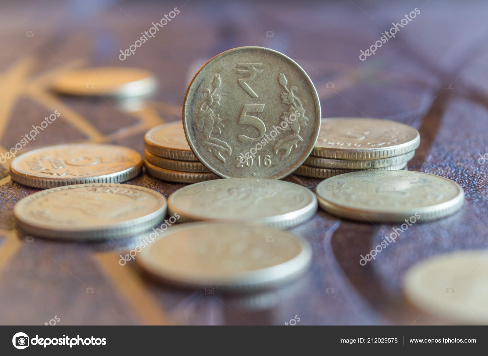 Indische Währung Münzen Gestapelt Auf Einem Tisch Stockfoto