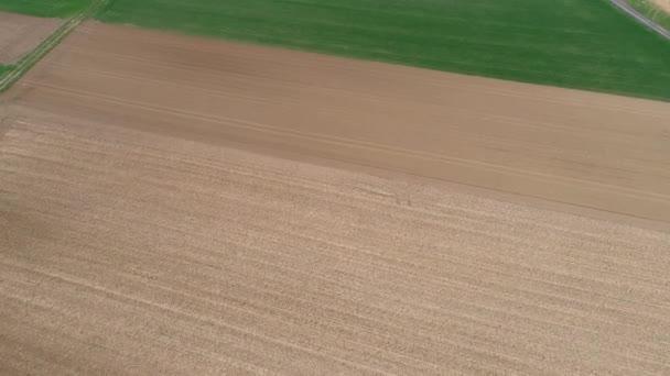 Letecký pohled na zemědělských ploch - pole, hukot záběry