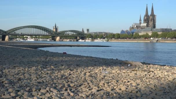 Sucho v Německu, nedostatku vody na řece Rýn