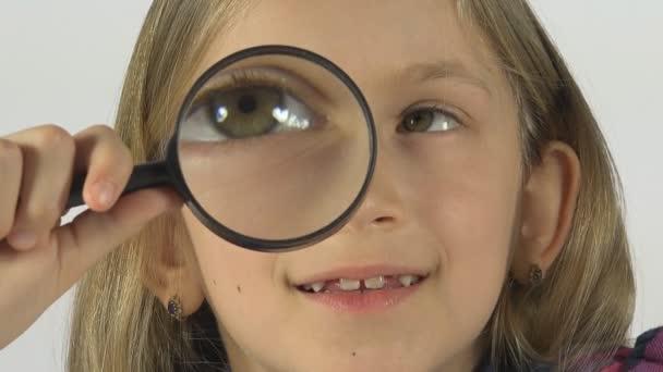 Dítě hrající s lupou, oči dívka v brýlí, kluku Make tváře