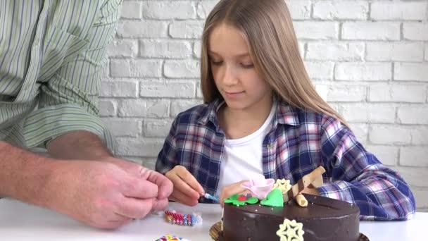 Gyermek Birthday Party fúj gyertyák, gyermekek évforduló, gyerekek ünnepe