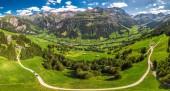 Letecký pohled na obec Elm a švýcarské hory - Piz Segnas, Piz Sardona, Laaxer Stockli z Ampachli, Glarus, Švýcarsko, Evropa