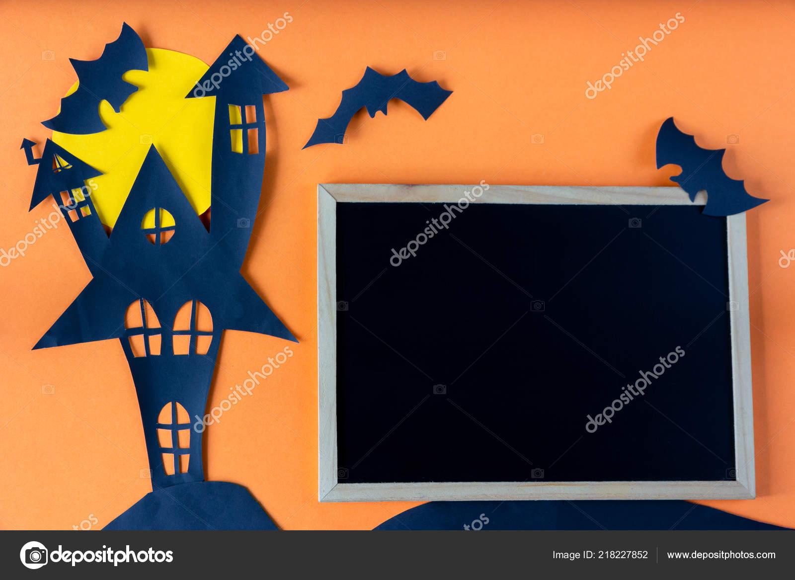 Concept Halloween Avec Tableau Noir Château Maison Hantée