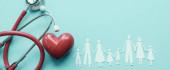 Fotografie Rodinný papír vystřišený červeným srdcem a stetoskem, srdce