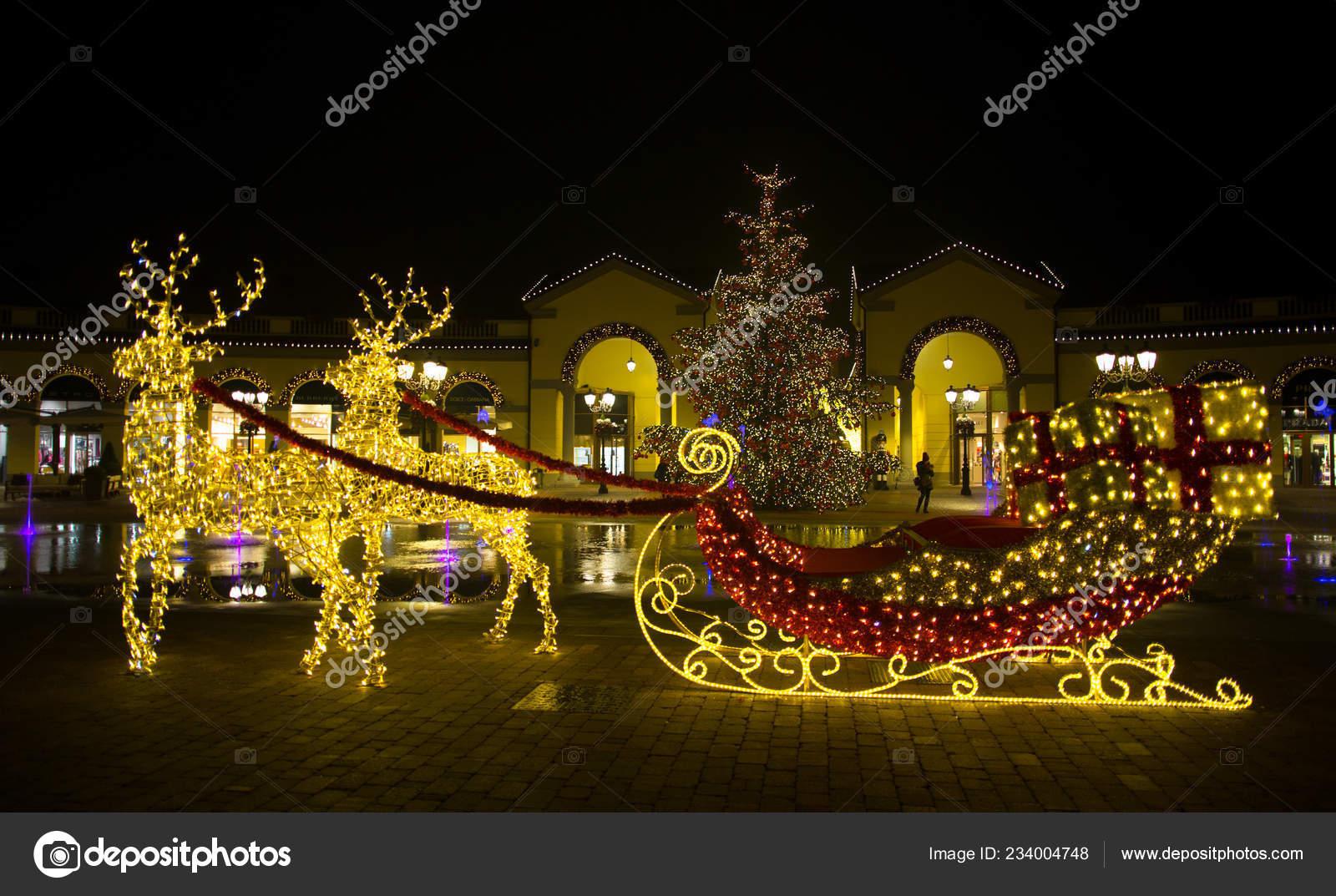 Milano Dicembre 2018 Centro Commerciale Serravalle Outlet Nei Giorni ...