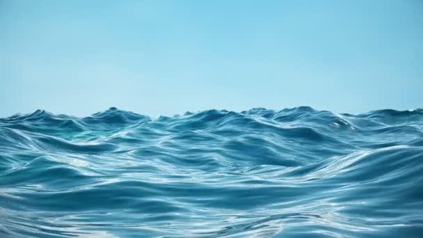 Moře nebo oceán, výhled zblízka na vlny. Modré vlny mořské vody. Modrá Křišťálová čistá voda. Na písčitém mořském dně se člověk může podívat. Výhled nízkého úhlu mořské vlny. 3D-4k animace