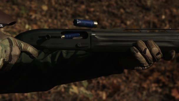 2 k szuper lassított. Sport lövés. A fegyver. A sport puska lövés.