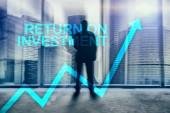 ROI - návratnost investic. Obchodování na burze a pojem finanční růst na pozadí rozmazané obchodní centrum.