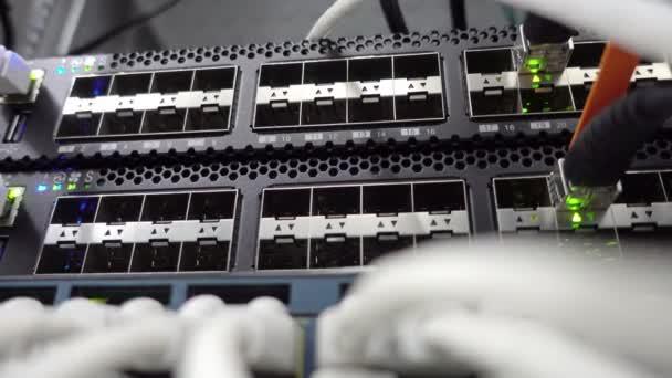 Netzwerk-Stack. Netzwerkaktivität auf Switch. Anzeige des Betriebs der Netzwerkausrüstung. Konzept 3.0