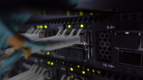 Telekommunikation Breitband Glasfaser blaue Kabel.