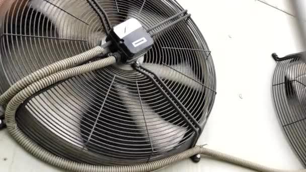 ipari légkondicionáló. nagy ipari ventilátorok a modern üzemben