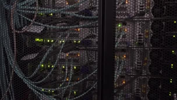 Server sendet und empfängt Daten über den Interner