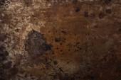 pohled shora zrezivělé kovové šablony pro pozadí