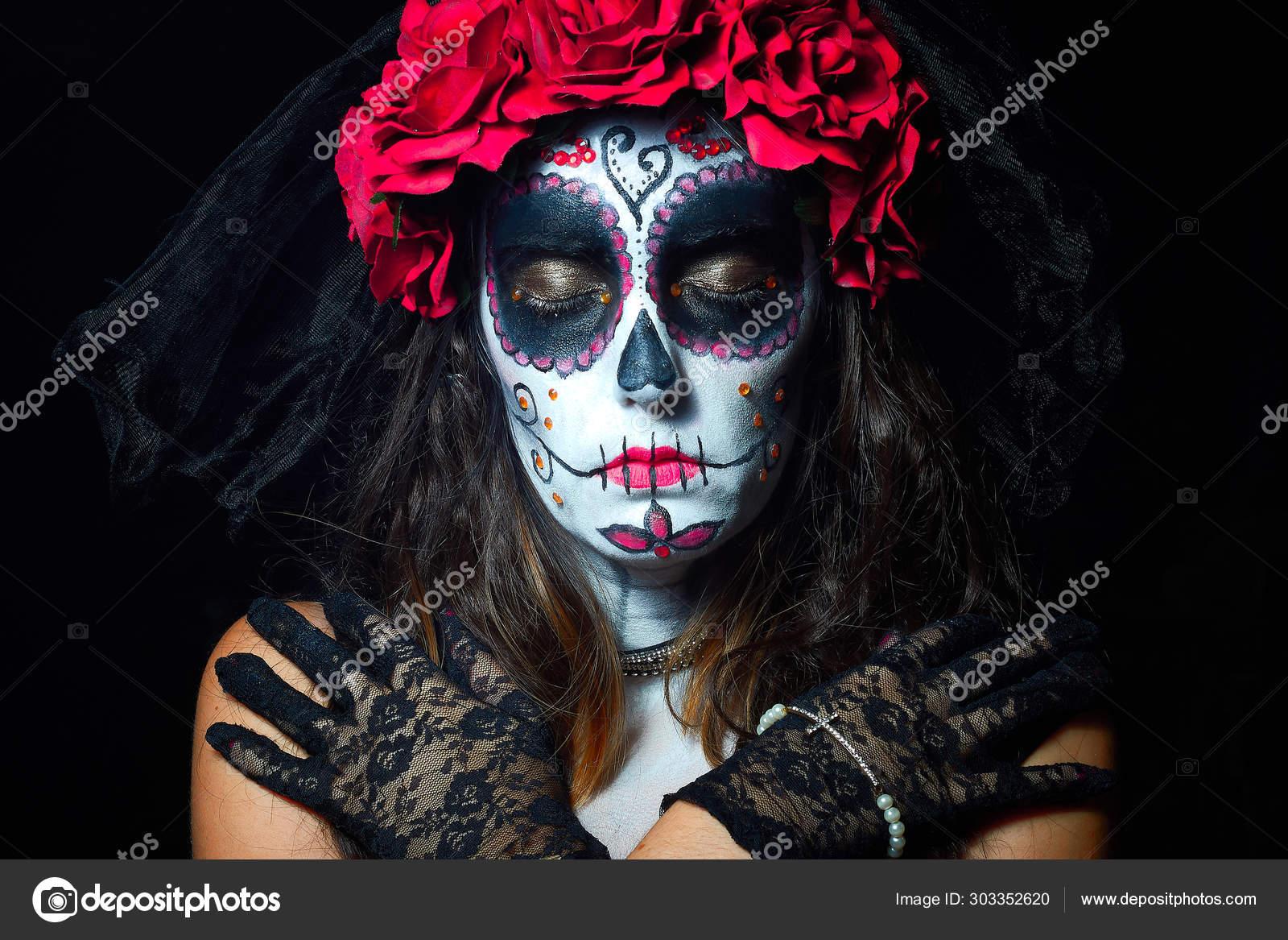 Retrato De Mujer Vestida De Catrina Calavera Para Honrar A