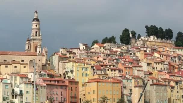 Az okker város Menton és Marina a Rivera Franciaországban.