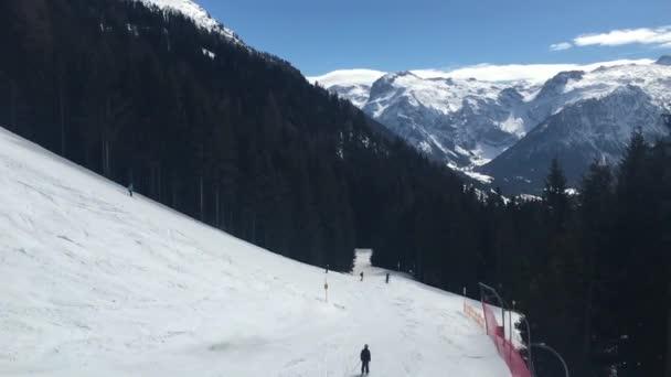 lyžování sjezdové zimní lyžařské sjezdovky