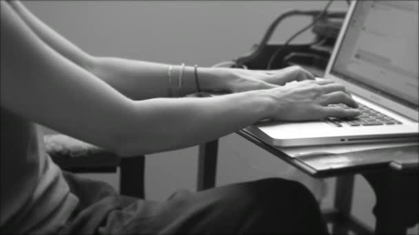 laptop notebook hallgató tanul