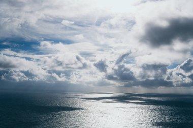 """Картина, постер, плакат, фотообои """"штормовое море и небо. громовые облака и серый океан. дикая природа темный драматический фон. тонированные и отфильтрованные квадратные фотографии с пространством для копирования . пейзаж ретро"""", артикул 213480726"""