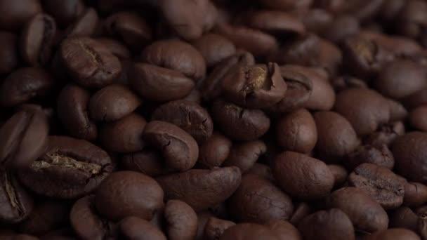 Kaffeebohnen-Makro. Braun geröstete Kaffeebohnen. Closeup Aufnahme von Kaffeebohnen. Viele Kaffee-Bohnen