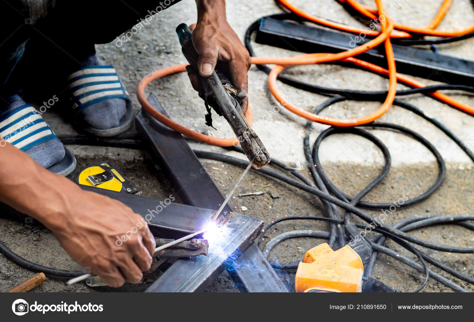 Workers Welding Steel Thailand — Stock Photo © nuengbk@gmail com
