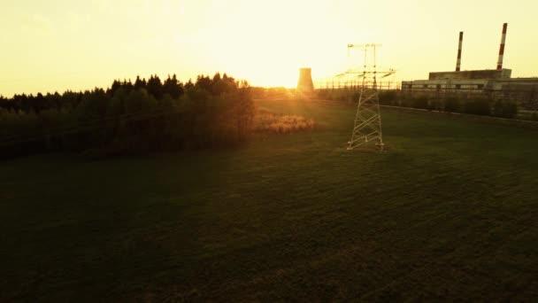 Elektrické vedení při západu slunce. Tepelné elektrárny. 34